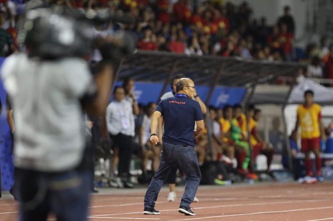Hình ảnh đáng nhớ của thầy Park trong trận chung kết  - ảnh 6