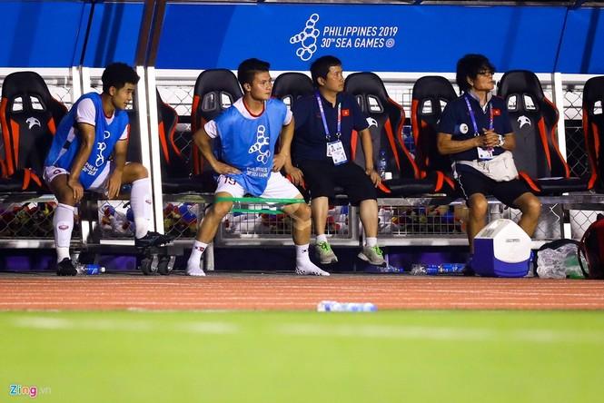 Quang Hải chưa kịp ra sân thì trọng tài thổi còi hết trận chung kết - ảnh 4