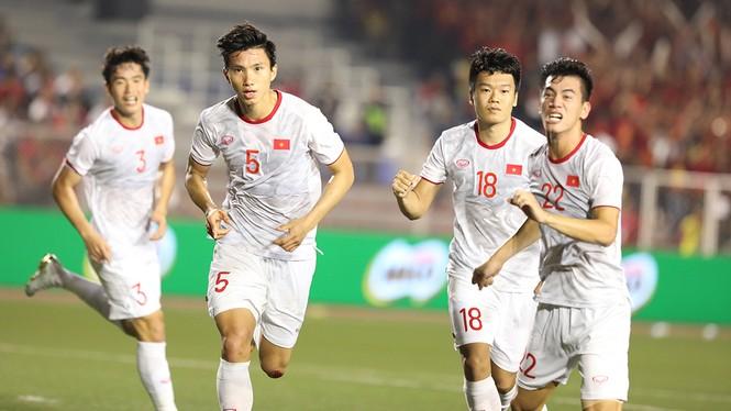 U22 Việt Nam vô địch SEA Games: Khi con sư tử cúi chào rừng già - ảnh 3