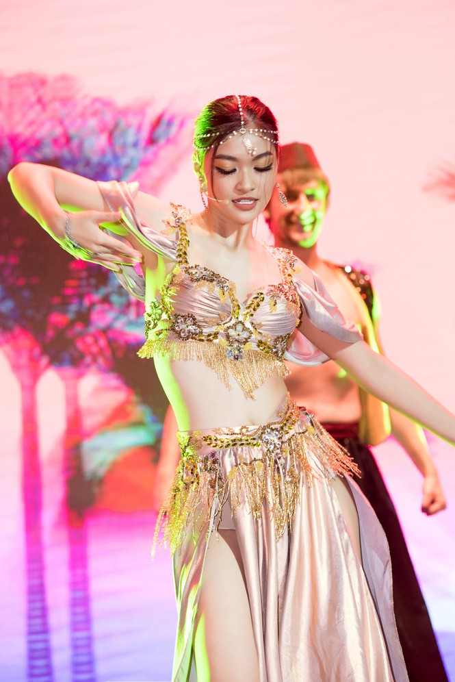 Á hậu Kiều Loan khoe eo thon, múa bụng đầy uyển chuyển tại Dubai - ảnh 2