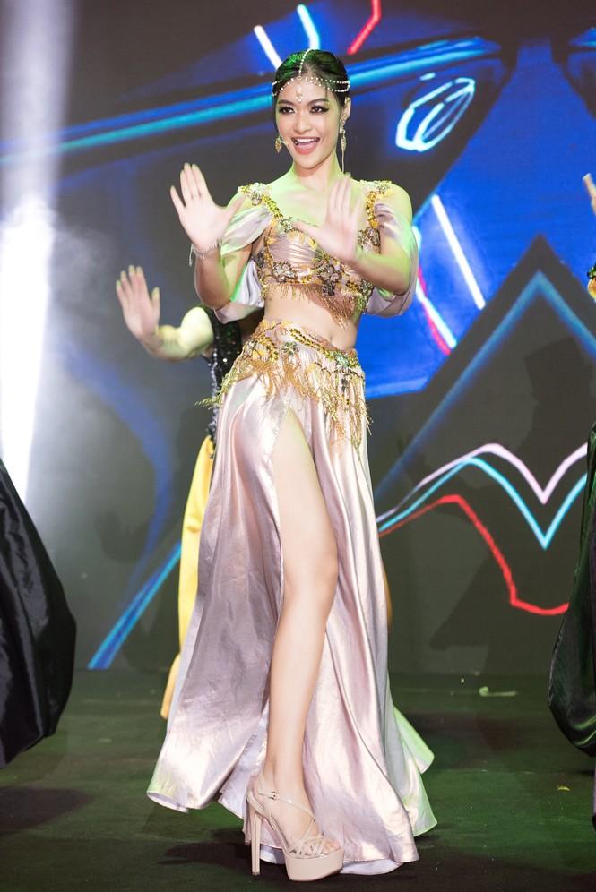 Á hậu Kiều Loan khoe eo thon, múa bụng đầy uyển chuyển tại Dubai - ảnh 4