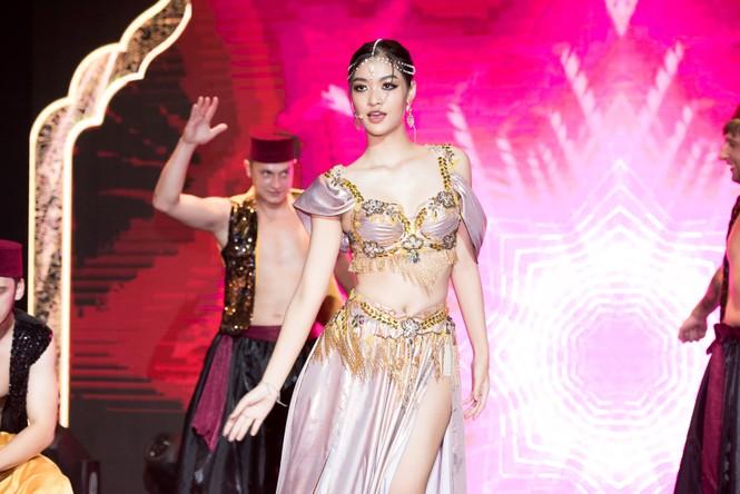 Á hậu Kiều Loan khoe eo thon, múa bụng đầy uyển chuyển tại Dubai - ảnh 5