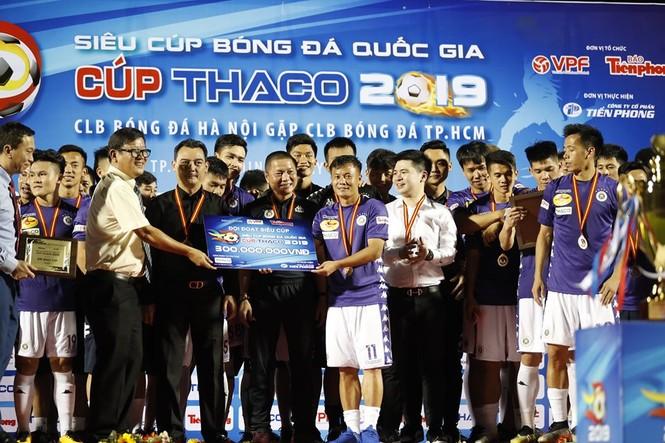 Khoảnh khắc Hà Nội FC nhận Siêu cúp Quốc gia - ảnh 4