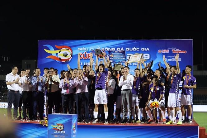 Khoảnh khắc Hà Nội FC nhận Siêu cúp Quốc gia - ảnh 7