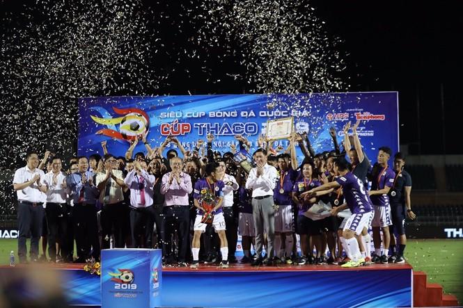 Khoảnh khắc Hà Nội FC nhận Siêu cúp Quốc gia - ảnh 6
