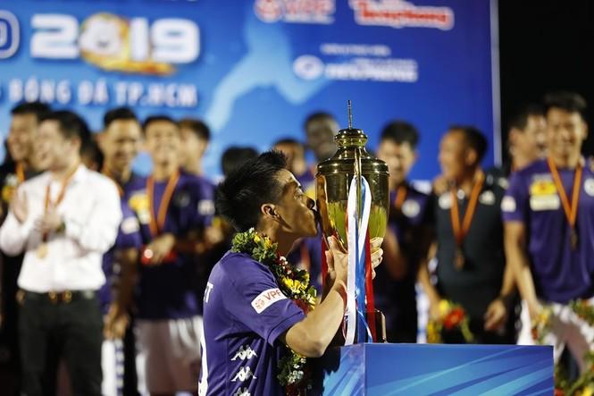 Khoảnh khắc Hà Nội FC nhận Siêu cúp Quốc gia - ảnh 2