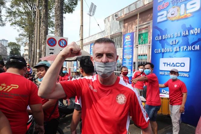 Những cổ động viên siêu may mắn ở Siêu cúp Quốc gia-cúp THACO 2019 - ảnh 5