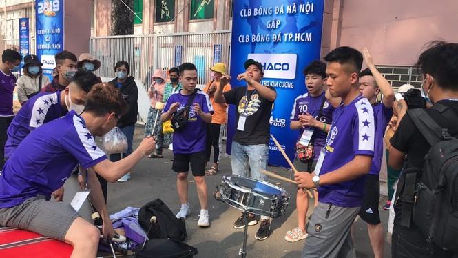 Những cổ động viên siêu may mắn ở Siêu cúp Quốc gia-cúp THACO 2019 - ảnh 6