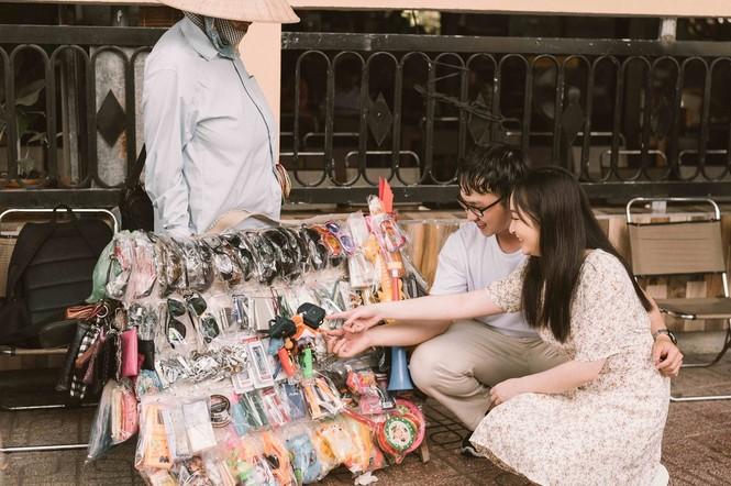 Đôi trẻ Mỹ Tho chụp ảnh cưới ở hàng hủ tiếu - ảnh 9