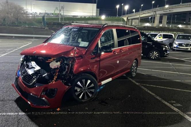 Cựu nhân viên Mercedes-Benz lái máy ủi phá hoại 50 ôtô - ảnh 2