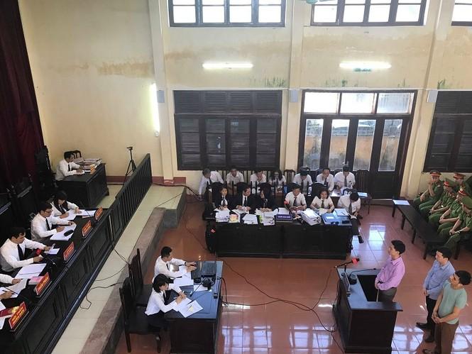 Bị cáo Hoàng Công Lương 'xin giữ quyền im lặng' trước kiểm sát viên - ảnh 1