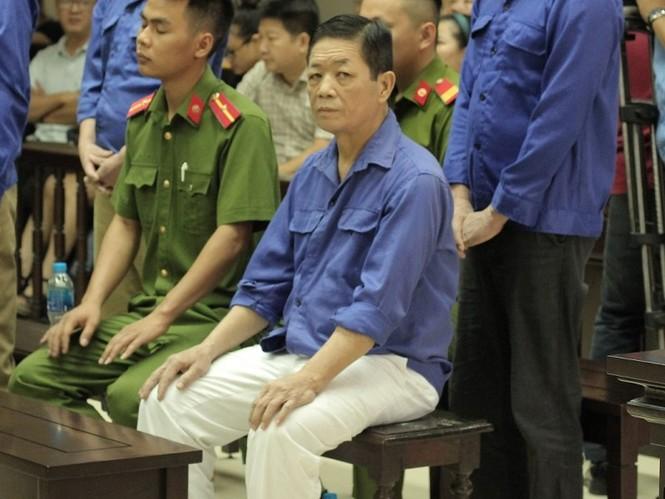 Xét xử Hưng 'kính': Tiểu thương lo sợ ngày các bị cáo ra tù - ảnh 1