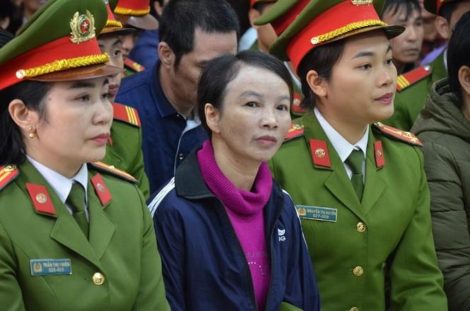 Mẹ nữ sinh giao gà tại Điện Biên bật khóc khi nhắc tới con gái tại tòa - ảnh 2