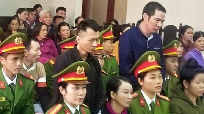 Mẹ nữ sinh giao gà tại Điện Biên bật khóc khi nhắc tới con gái tại tòa - ảnh 1