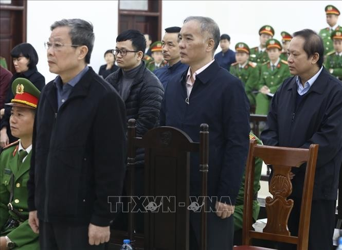 Cựu Bộ trưởng Nguyễn Bắc Son nhận án chung thân, Trương Minh Tuấn 14 năm tù - ảnh 1