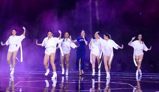 Sơn Tùng M- TP trình diễn cùng siêu sao quốc tế Taylor Swift - ảnh 4