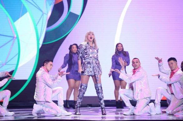 Sơn Tùng M- TP trình diễn cùng siêu sao quốc tế Taylor Swift - ảnh 2