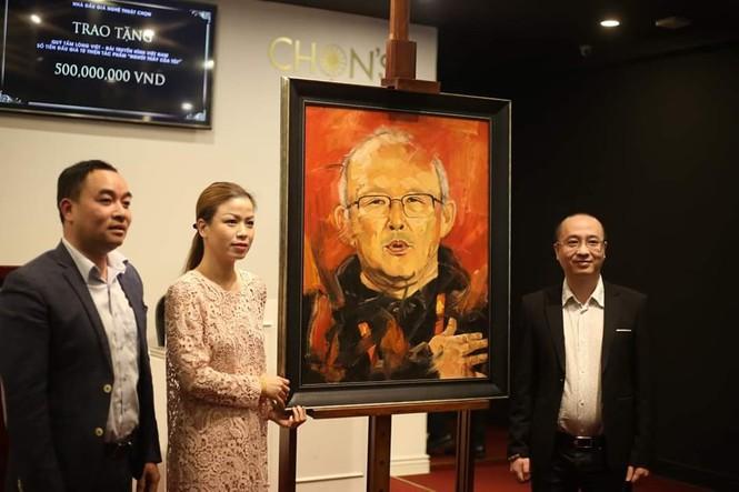 Tranh vẽ HLV Park Hang-Seo trị giá 22.500 USD qua 2 lần đấu giá - ảnh 3
