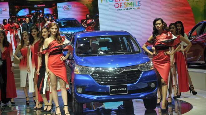 Toyota nhập 200 xe miễn thuế về Việt Nam - ảnh 1