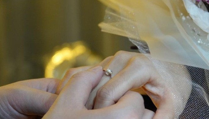 Hình ảnh đẹp nữ y tá nhận lời cầu hôn sau khi khải hoàn từ Vũ Hán trở về - ảnh 2