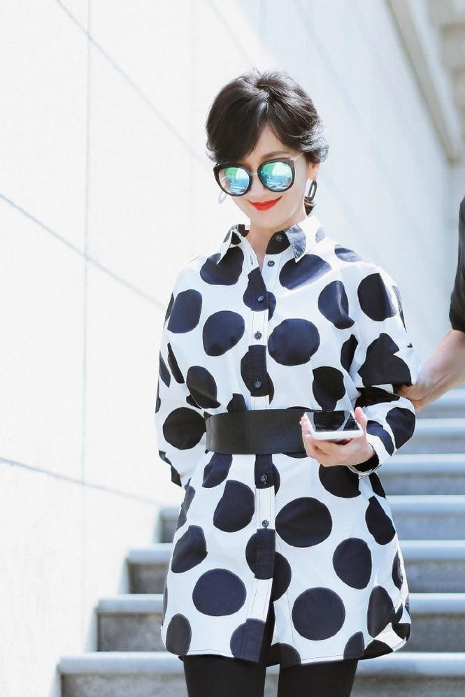Triệu Nhã Chi gây choáng với thời trang như 9x, đẹp bất chấp 66 tuổi - ảnh 6
