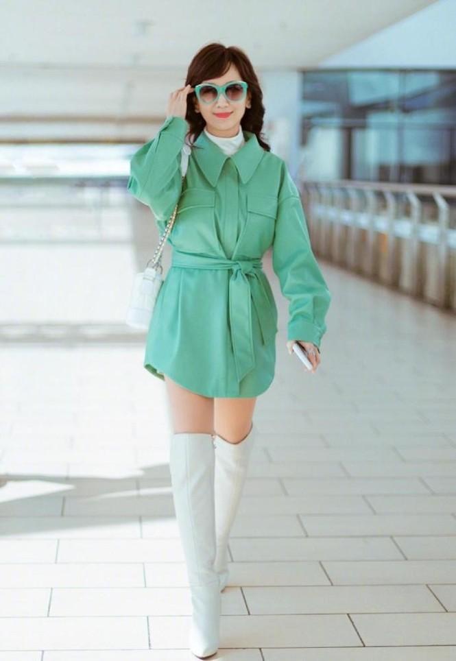 Triệu Nhã Chi gây choáng với thời trang như 9x, đẹp bất chấp 66 tuổi - ảnh 1