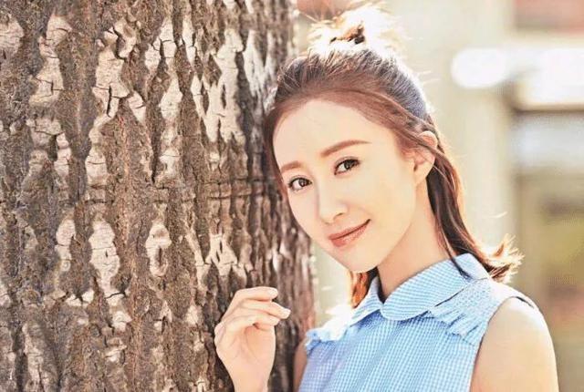 """Top 4 sao nữ """"sạch"""" nhất của làng giải trí Hoa ngữ, khiến mọi paparazzi phải bó tay - ảnh 5"""