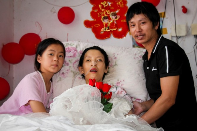 Cảm động bé gái 11 tuổi nhặt phế liệu gom tiền giành tặng bố mẹ lễ thất tịch đáng nhớ - ảnh 1