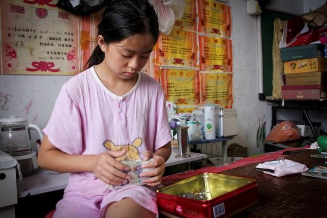 Cảm động bé gái 11 tuổi nhặt phế liệu gom tiền giành tặng bố mẹ lễ thất tịch đáng nhớ - ảnh 2