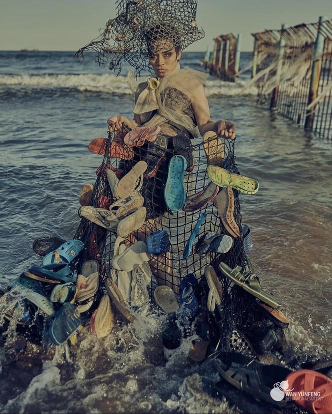 Biến rác thải thành thời trang, tái hiện nỗi đau trước khi chết của sinh vật biển - ảnh 1