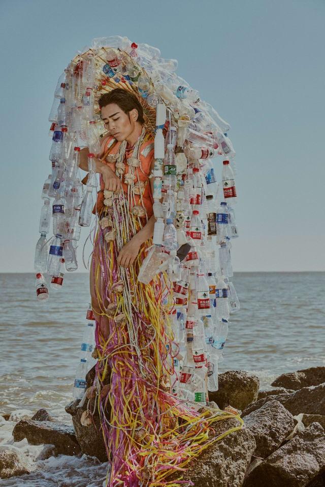 Biến rác thải thành thời trang, tái hiện nỗi đau trước khi chết của sinh vật biển - ảnh 2