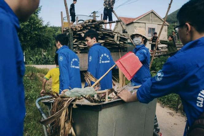 Mùa hè xanh tình nguyện của tuổi trẻ trường Đại học Thương Mại - ảnh 11