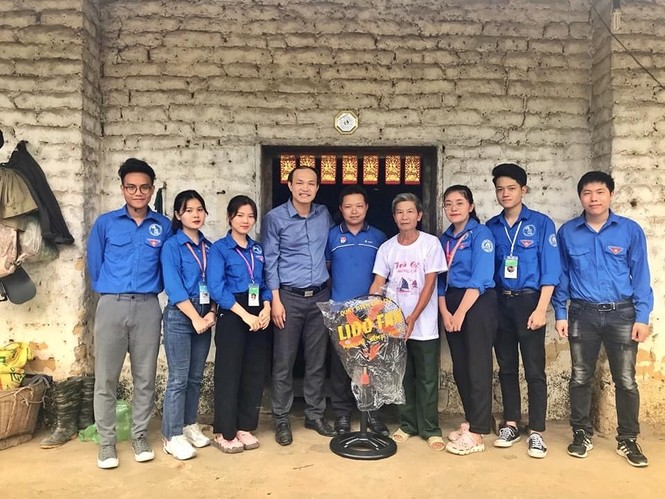 Mùa hè xanh tình nguyện của tuổi trẻ trường Đại học Thương Mại - ảnh 13