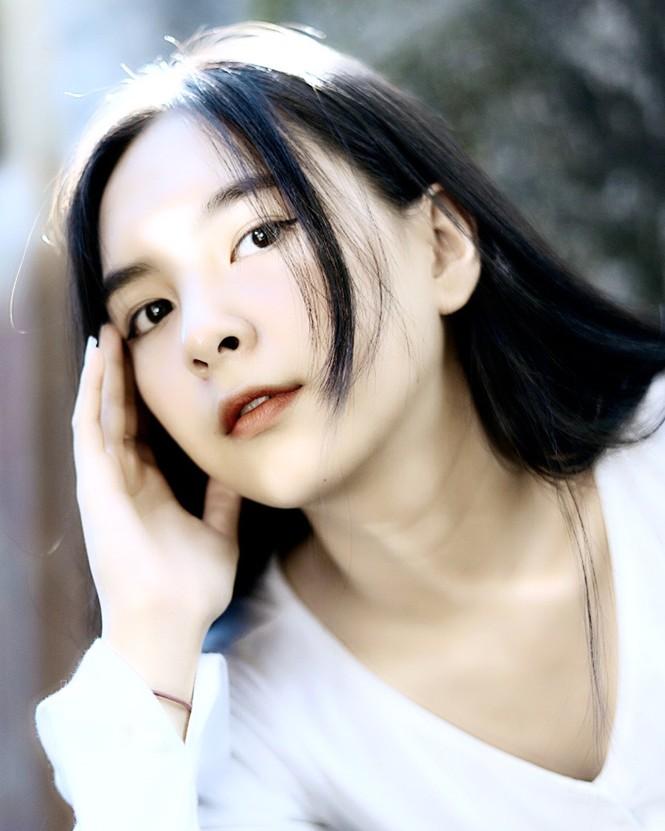 Nữ sinh đạt giải văn cấp thành phố ước mơ trở thành luật sư và người mẫu - ảnh 10