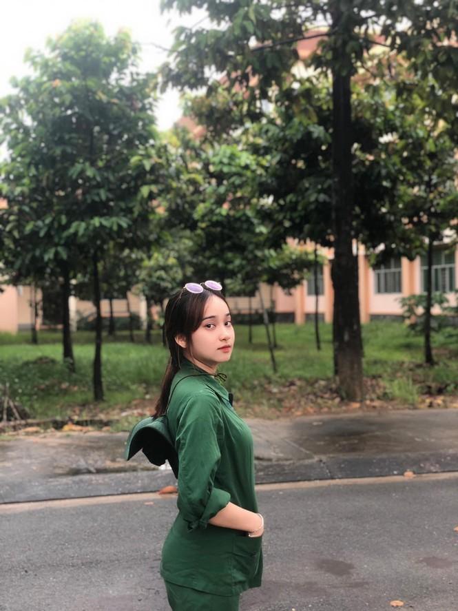 Cô nữ sinh trường ĐH Kinh tế TP Hồ Chí Minh khỏe khoắn, năng động trong bộ đồ quân sự  - ảnh 14