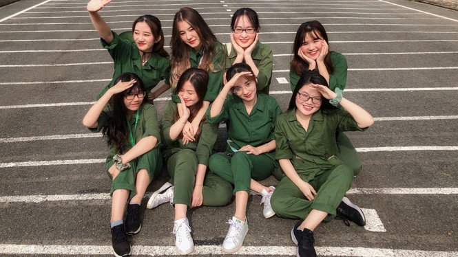 Cô nữ sinh trường ĐH Kinh tế TP Hồ Chí Minh khỏe khoắn, năng động trong bộ đồ quân sự  - ảnh 4