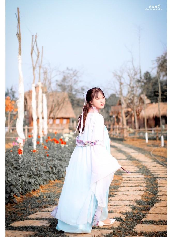 Vẻ đẹp chuẩn Hàn Quốc của nữ sinh trường ĐH Kinh doanh và Công nghệ Hà Nội  - ảnh 1