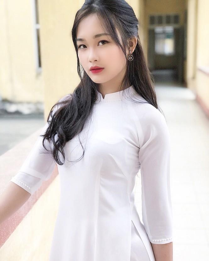 Vẻ đẹp chuẩn Hàn Quốc của nữ sinh trường ĐH Kinh doanh và Công nghệ Hà Nội  - ảnh 2