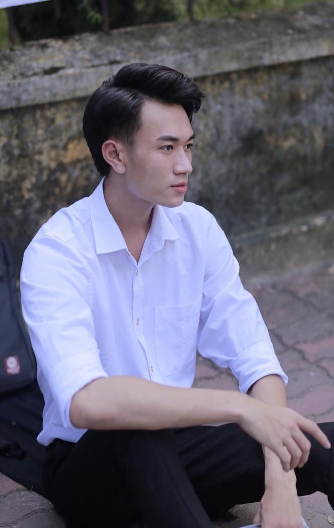 Chàng trai cao 1m90 từ Lào Cai xuống Hà Nội học diễn viên - ảnh 1