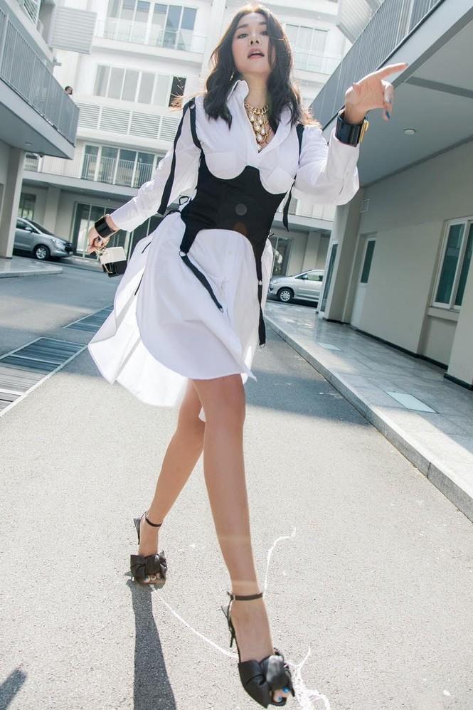 Chi Pu xuất hiện với phong cách sang chảnh; Thu Trang - Tiến Luật mặn nồng dù con đã lớn - ảnh 10