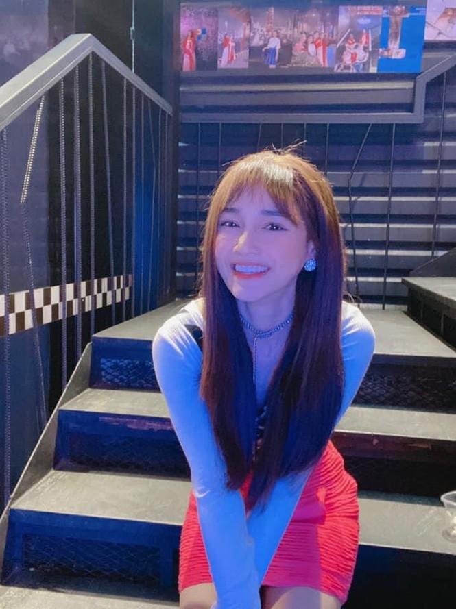 Chi Pu xuất hiện với phong cách sang chảnh; Thu Trang - Tiến Luật mặn nồng dù con đã lớn - ảnh 13