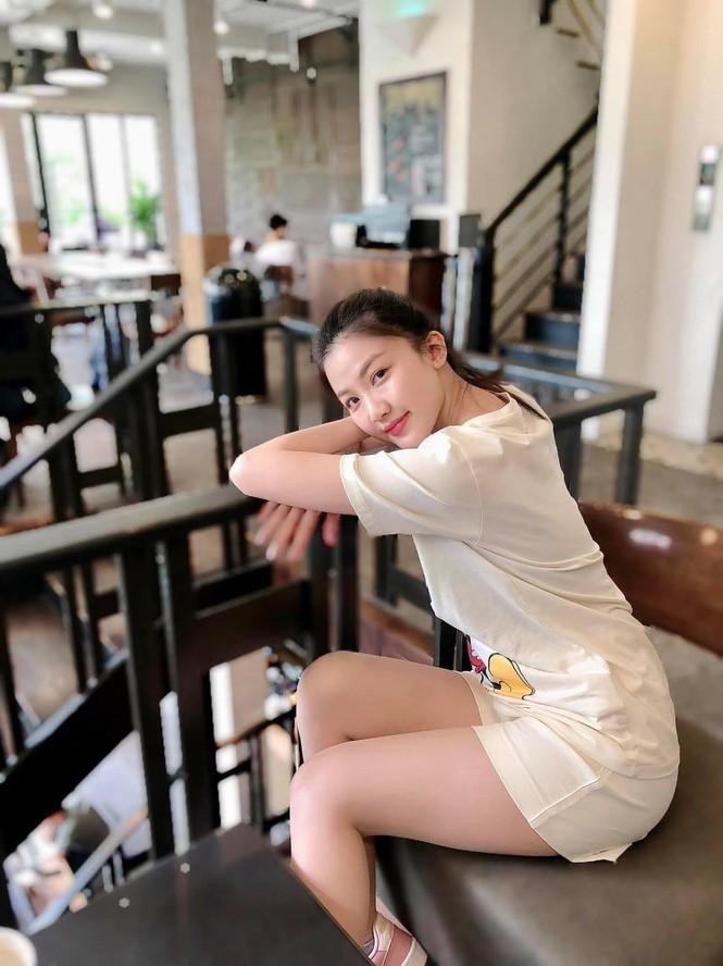 Chi Pu xuất hiện với phong cách sang chảnh; Thu Trang - Tiến Luật mặn nồng dù con đã lớn - ảnh 7