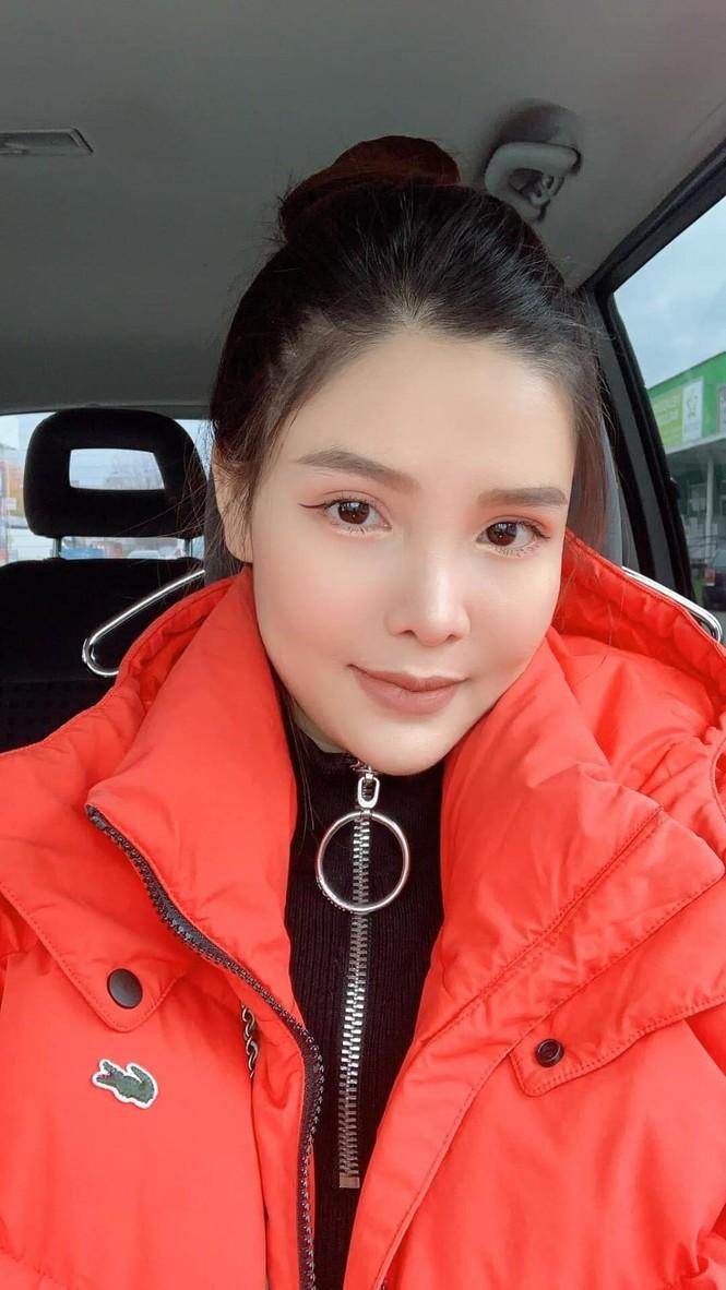 Chi Pu xuất hiện với phong cách sang chảnh; Thu Trang - Tiến Luật mặn nồng dù con đã lớn - ảnh 8