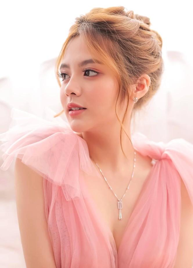 Ngắm nhìn bộ ảnh đẹp như công chúa của nữ sinh Đại học Công nghiệp TP.HCM - ảnh 1