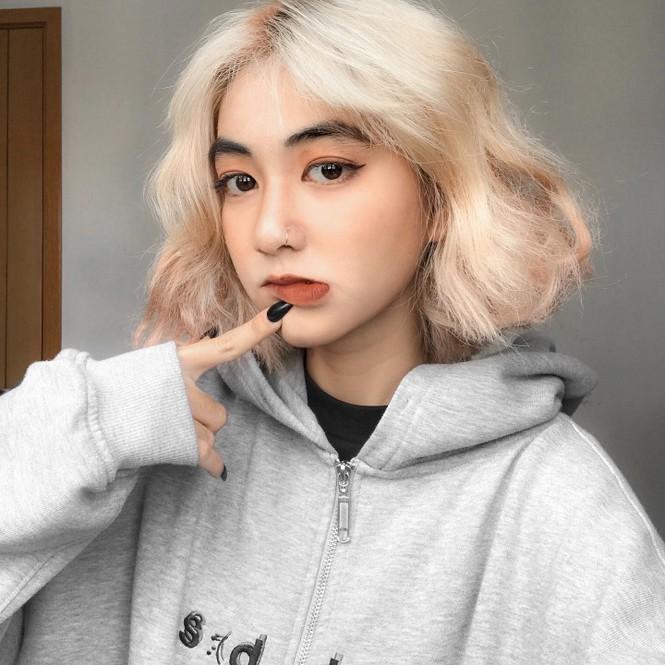 Nữ sinh thay đổi màu tóc mỗi tuần - ảnh 1