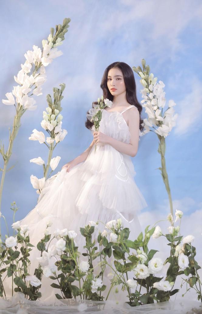 Người đẹp Hồng Nhung khoe vẻ đẹp hút hồn trong bộ ảnh đón năm mới - ảnh 3