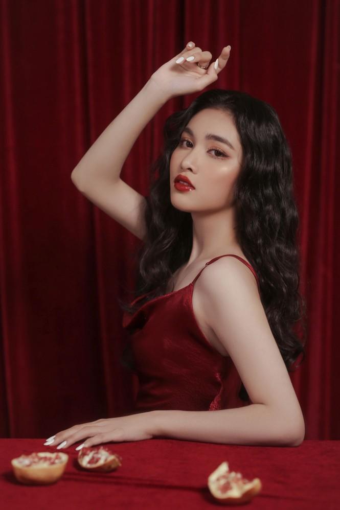 Người đẹp Hồng Nhung khoe vẻ đẹp hút hồn trong bộ ảnh đón năm mới - ảnh 4