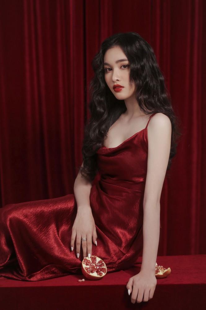 Người đẹp Hồng Nhung khoe vẻ đẹp hút hồn trong bộ ảnh đón năm mới - ảnh 6