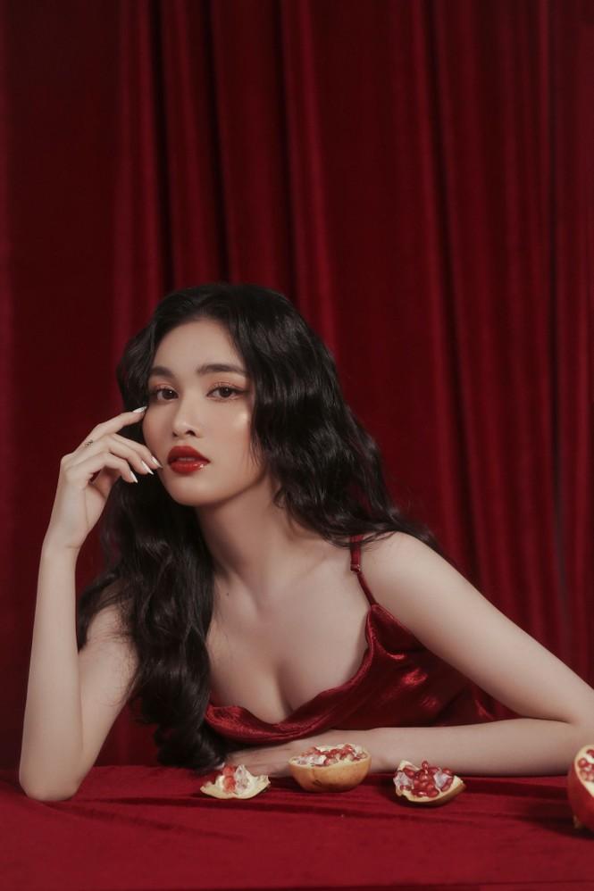 Người đẹp Hồng Nhung khoe vẻ đẹp hút hồn trong bộ ảnh đón năm mới - ảnh 7