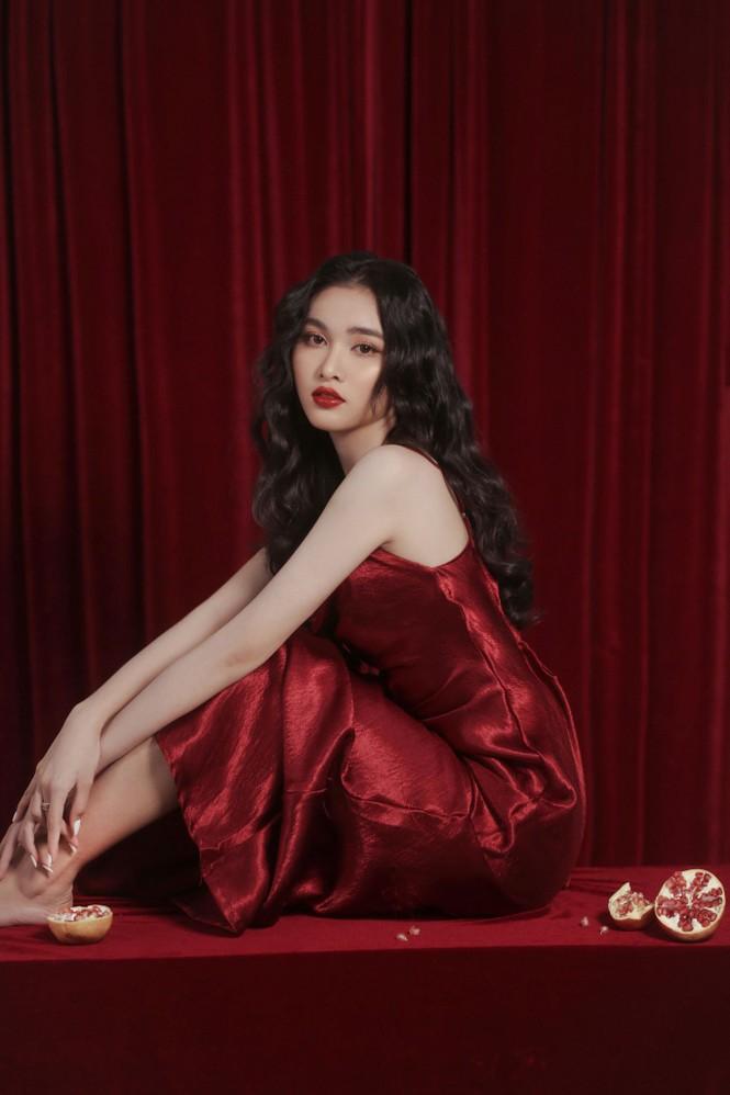 Người đẹp Hồng Nhung khoe vẻ đẹp hút hồn trong bộ ảnh đón năm mới - ảnh 9